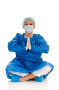 Benefici meditazione come meditare Surgeon Practicing Yoga by Ambro